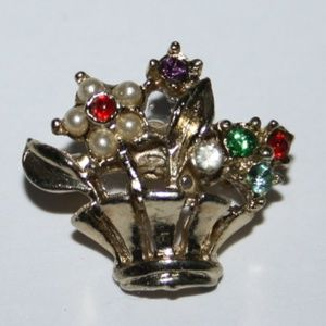 Beautiful vintage gold flower basket brooch